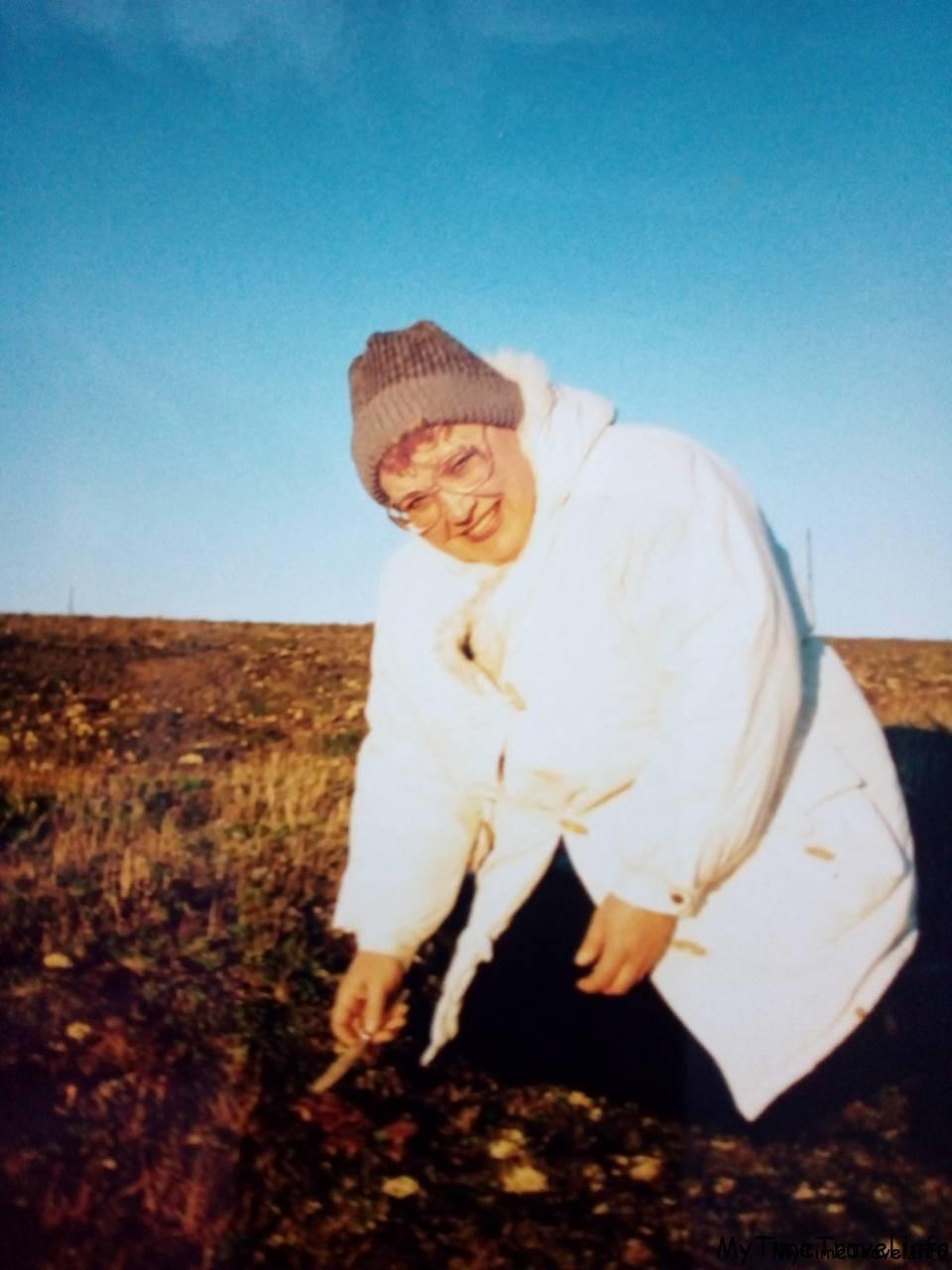 Сбор грибов на острове Новая земля. Моя мама