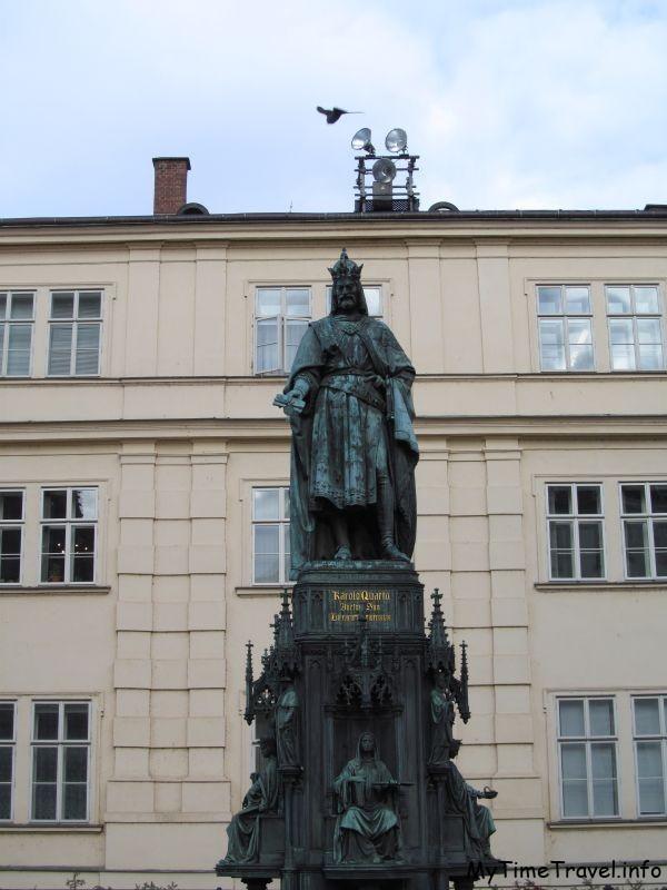 Памятник Карлу IV возле Карлова моста