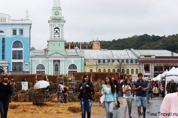 Фестиваль «В поисках Made in Ukrane 2015»: Контрактовая площадь засыпана сеном