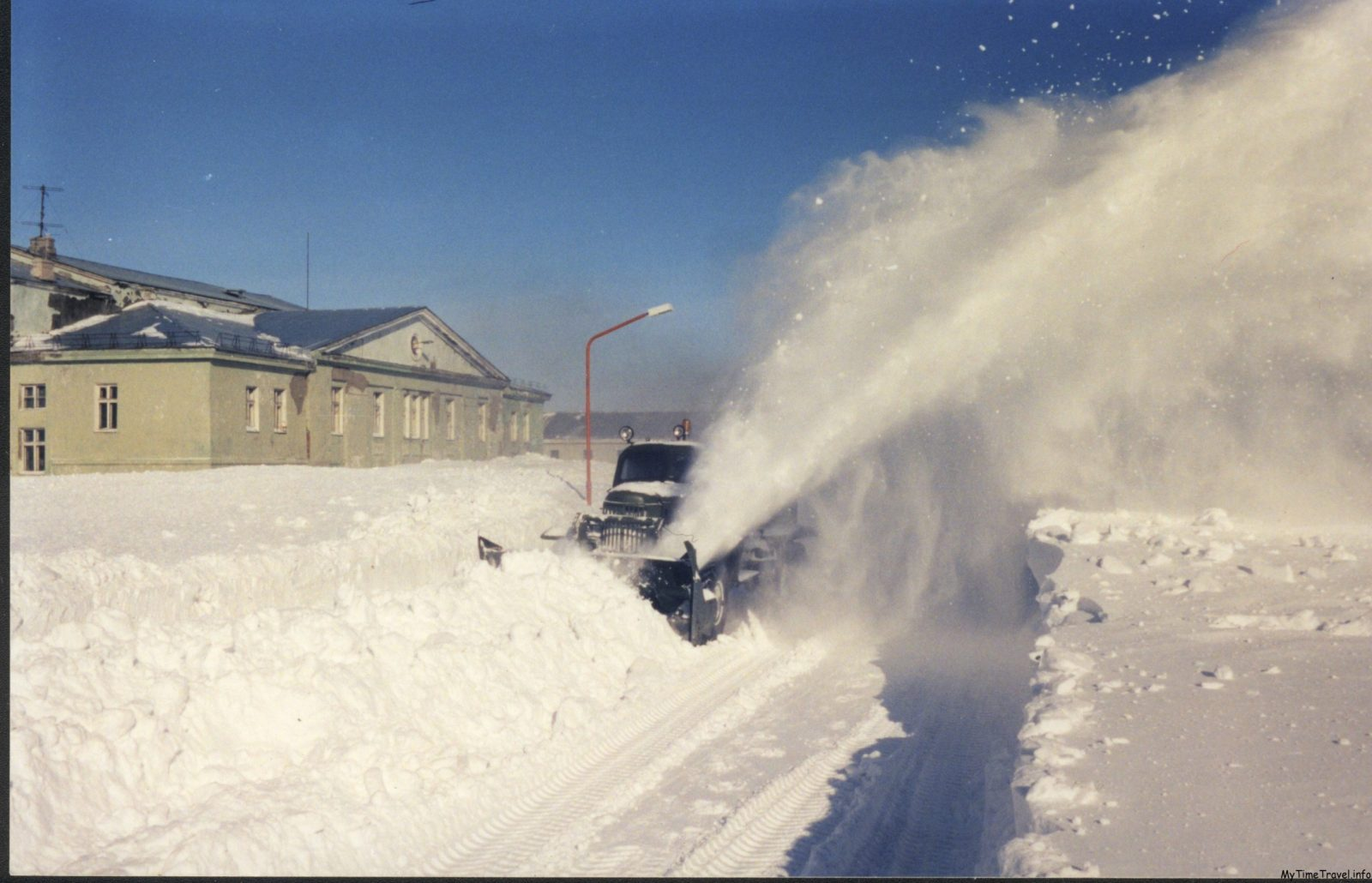 Уборка снега на Новой земле