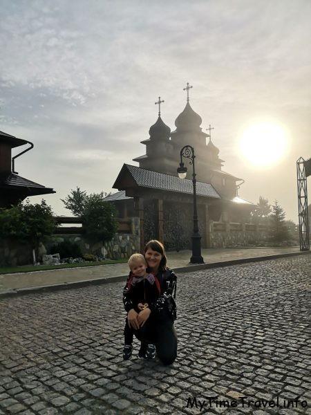 Церковь на территории комплекса