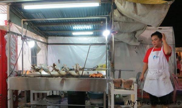 Уличная еда на рынке в Хуа Хине