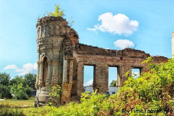 Руины Немешаевского замка