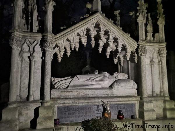 Интересные надгробья на Лычаковском кладбище