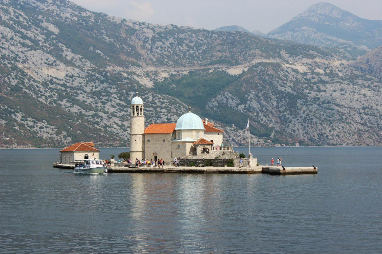Церковь-остров Богородица на утесе