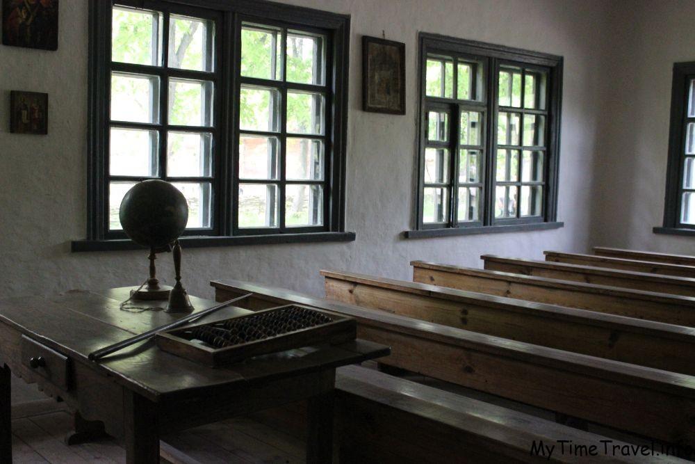 Интерьер сельской школы в 17 веке