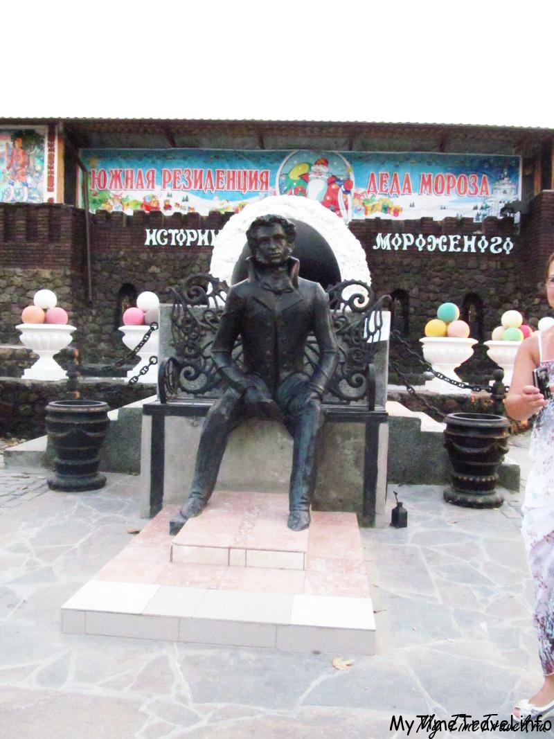 Скульптура Пушкина в парке Лукоморье
