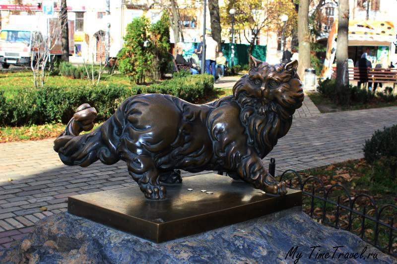 Памятник коту Паантелеймону