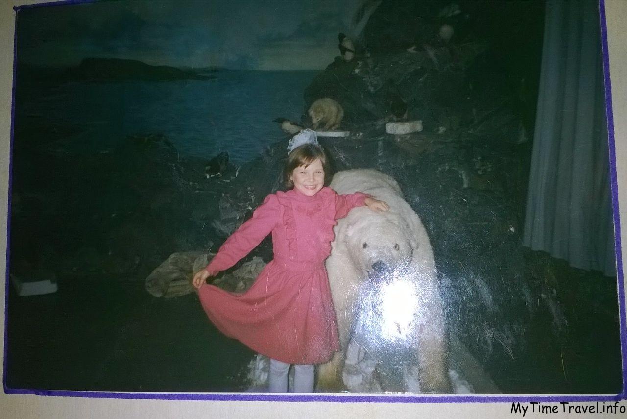 Девочка с белым медведем