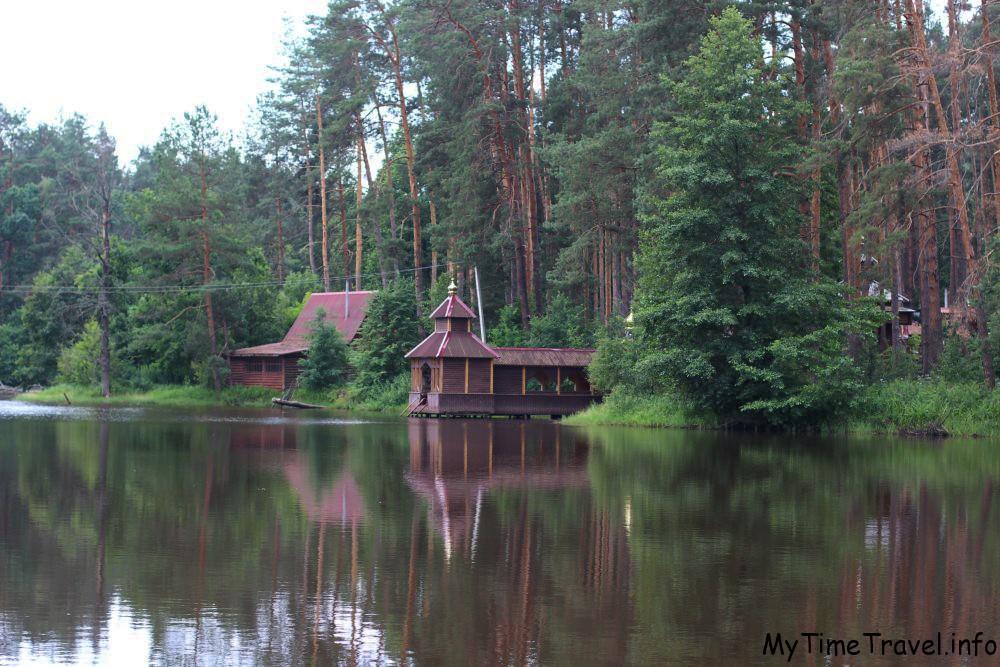 Мужской монастырь на берегу озера