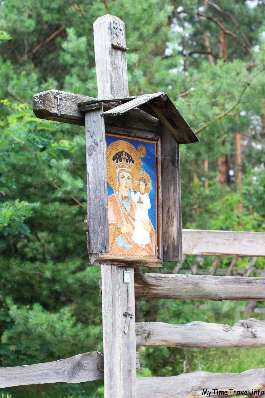 Икона у ворот монастыря