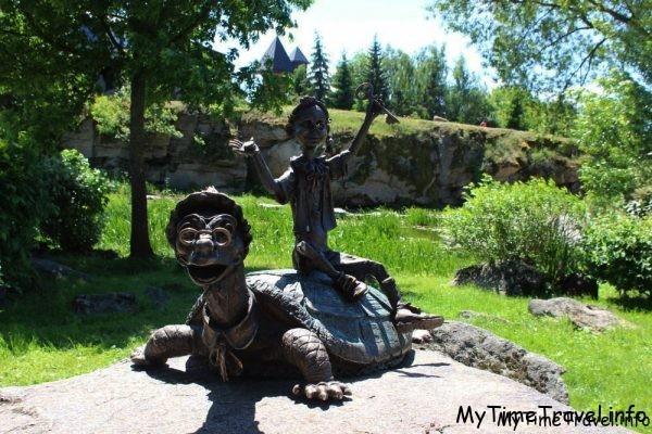 Скульптура Тортиллы и Буратино