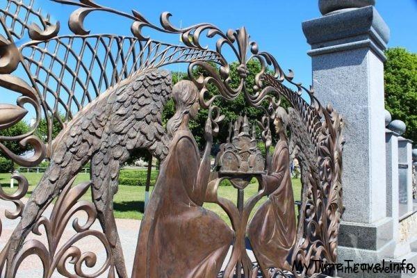 Кованные ворота в парк Буки